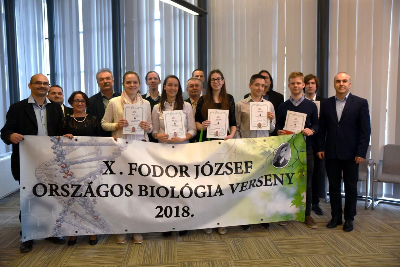 Díjeső – A biológia verseny győzteseit jutalmazták Kaposváron