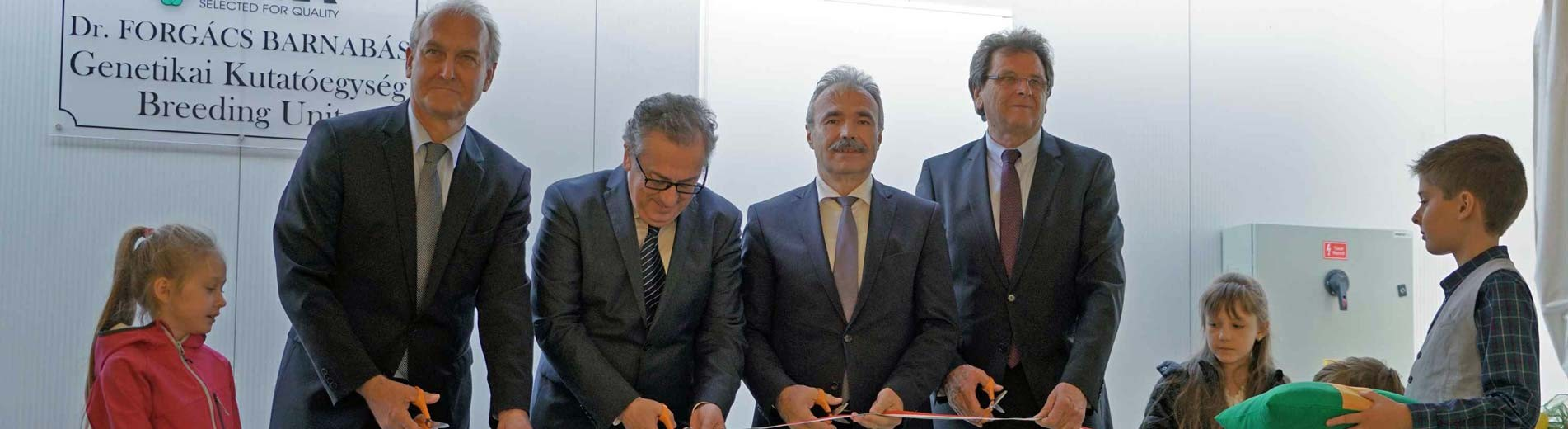 A Kaposvári Egyetem vezetésével fog működni a Bábolna új genetikai kutatóbázisa