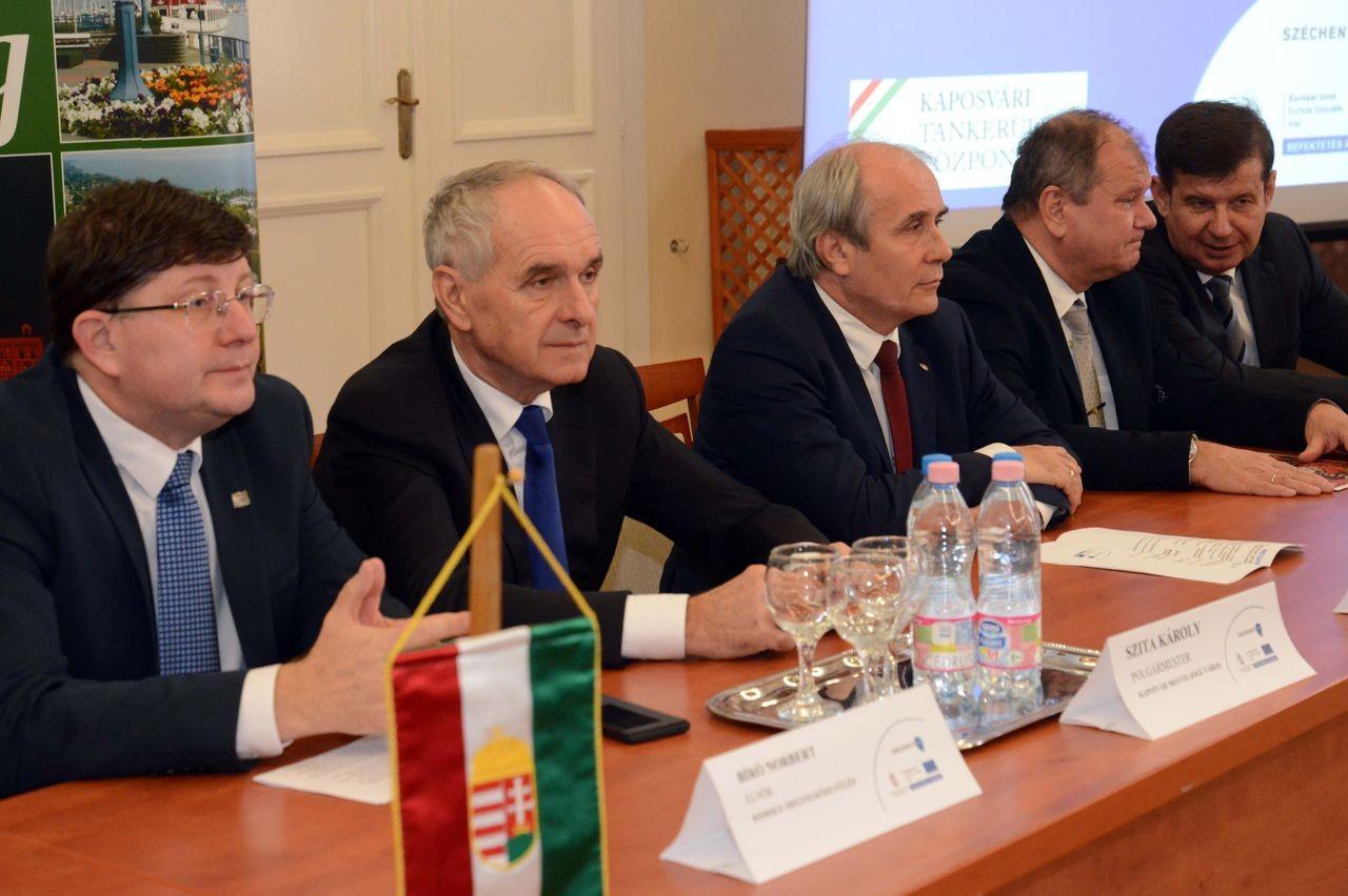 """Mintegy 500 millió forintos támogatásból valósíthatja meg a Kaposvári Tankerületi Központ az """"Együtt-működik"""" uniós projektet"""