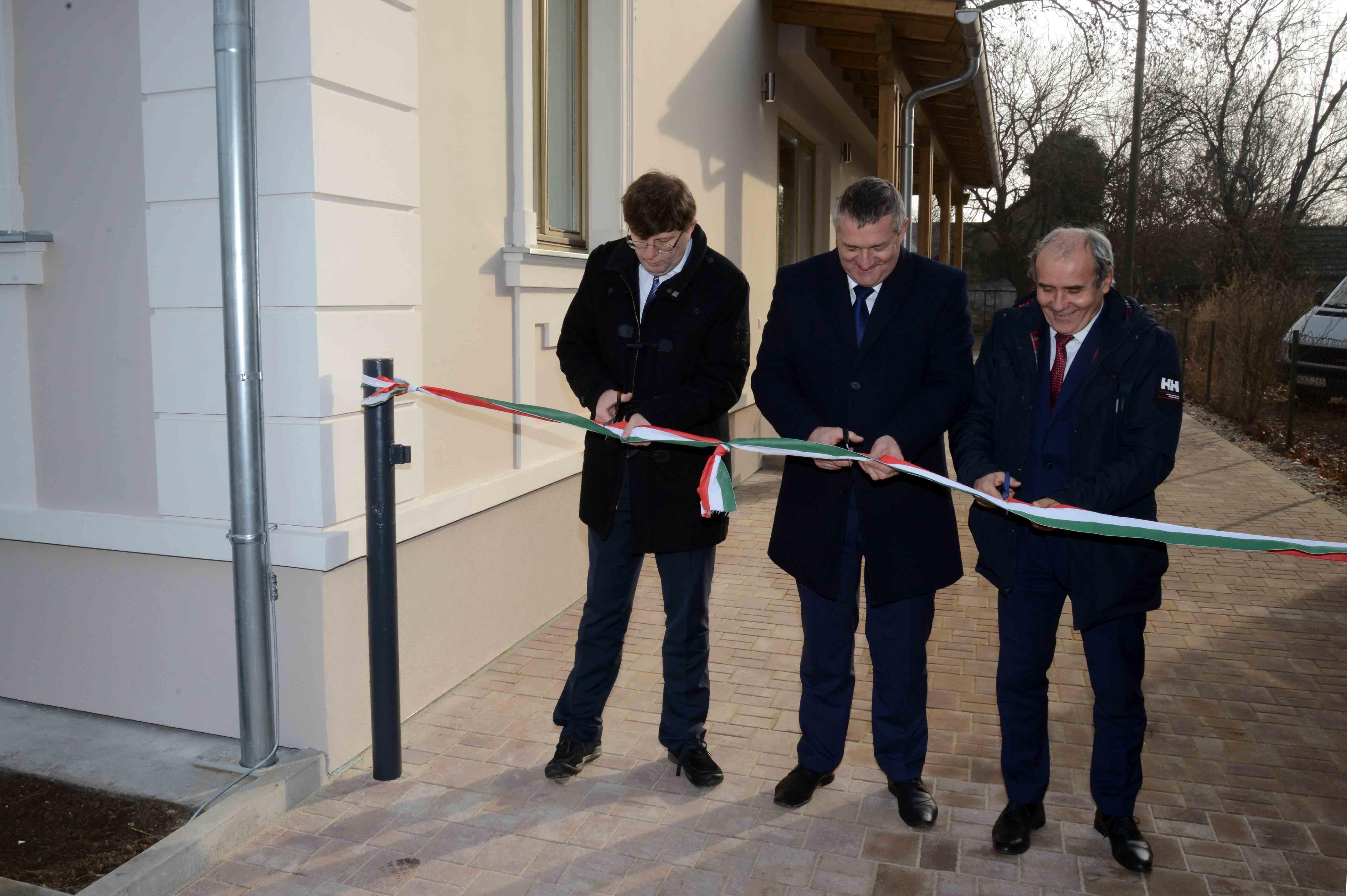 Átadták a felújított Platán Szociális Alapszolgáltatási Központot Balatonbogláron