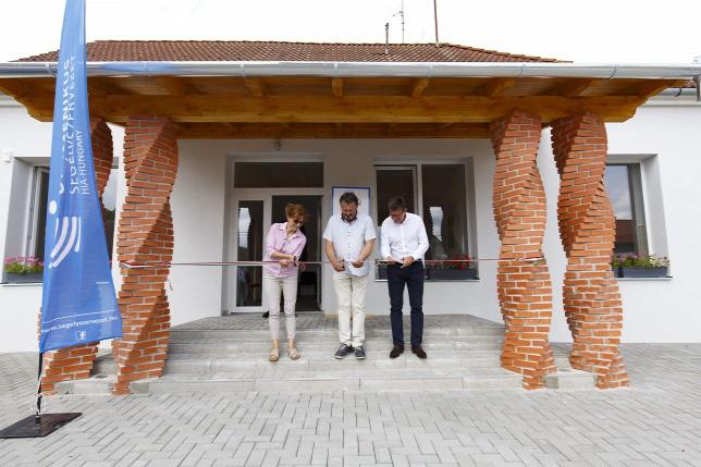 Egészségházat avattak a Somogy megyei Kastélyosdombón
