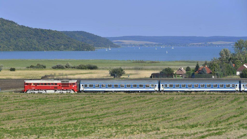 A MÁV több vonatot közlekedtet a Balatonra a nyári menetrendben