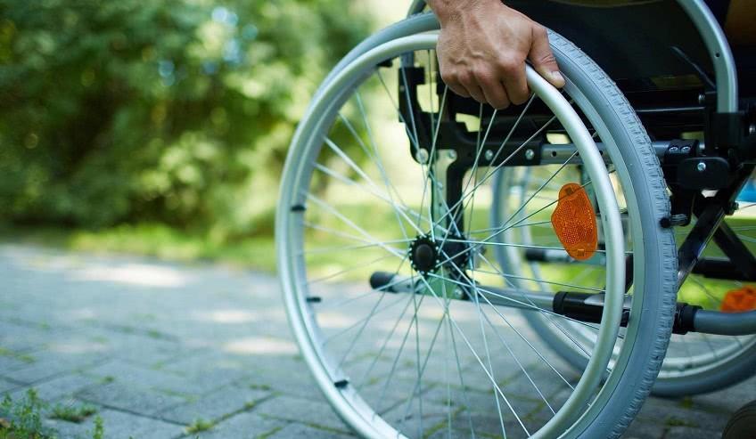 Mozgáskorlátozottaknak segít a Somogy Megyei Kormányhivatal