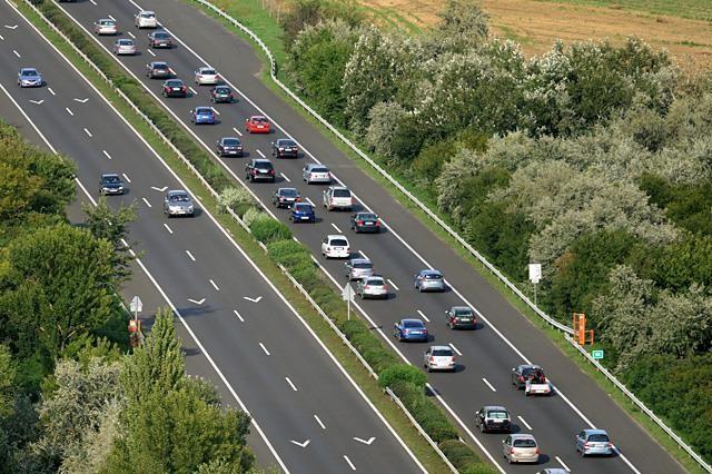 Jelentős hétvégi forgalomra figyelmeztet a Magyar Közút