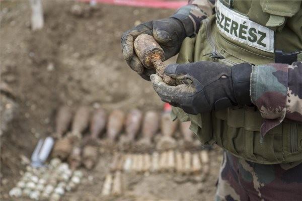 Világháborús robbanóanyagok gyűjtése miatt emeltek vádat hat férfi ellen Somogyban