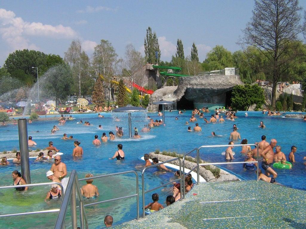 Új szálloda épül a kaposvári fürdő mellett