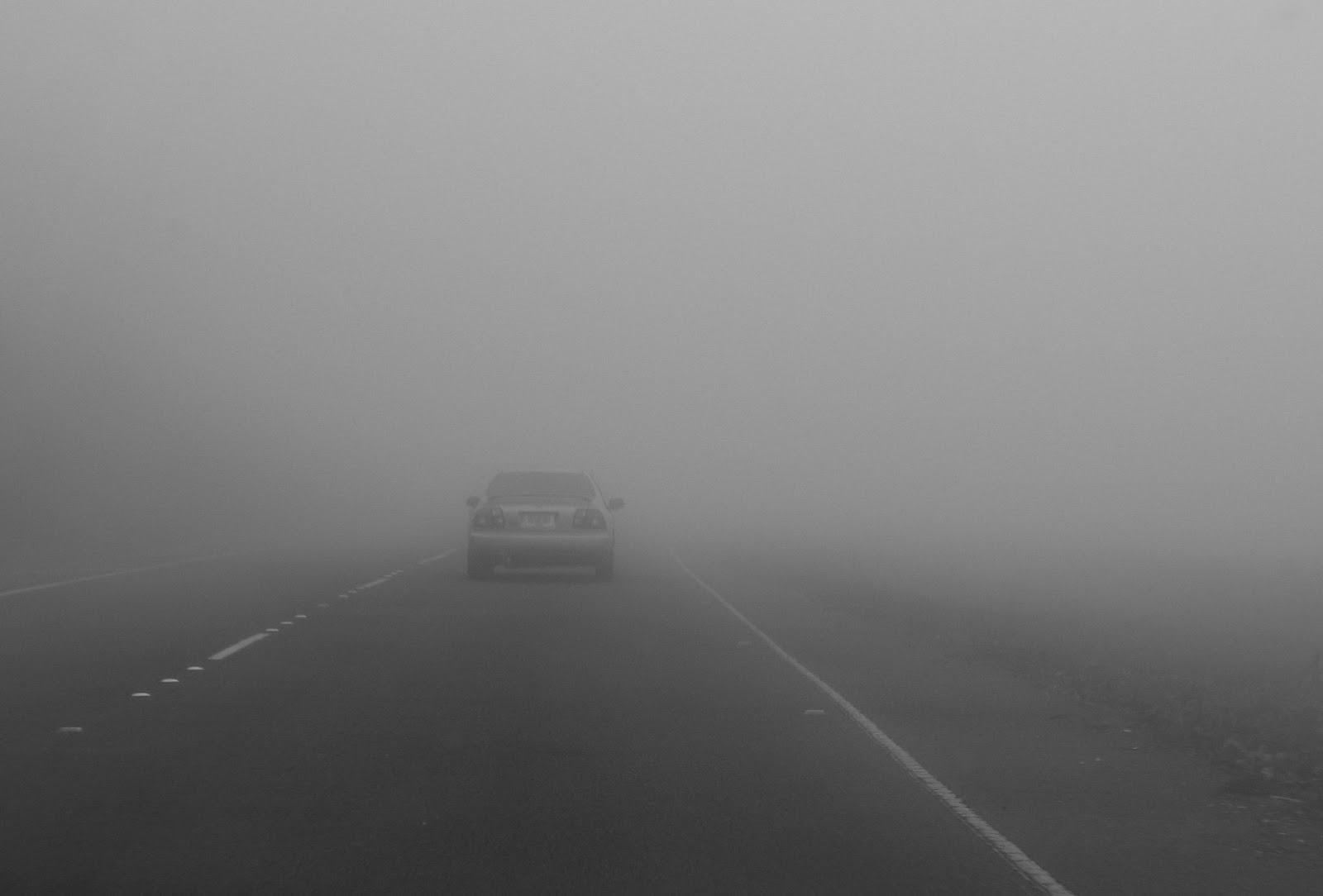 Eső, köd, lecsapódó pára, nyálkás utak - biztonságos vezetés ősszel is