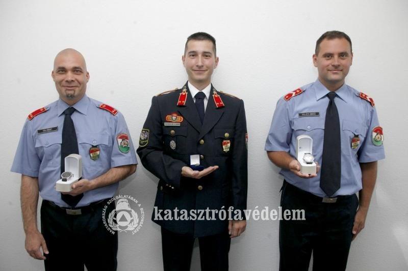 Különdíjat kapott a szekszárdi tűzoltó főhadnagy