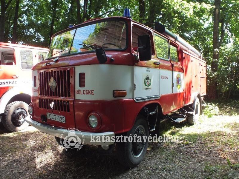 Veterán tűzoltóautók találkoztak Németkéren
