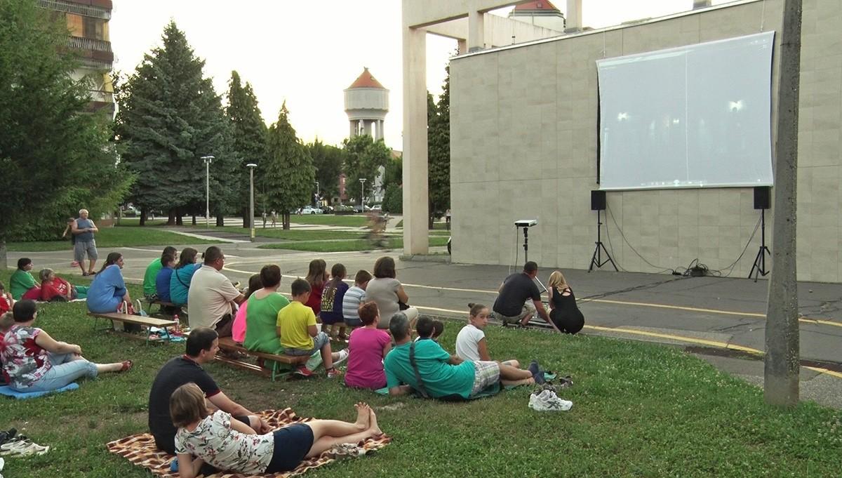 Szabadtéri filmvetítések kezdődtek Dombóváron