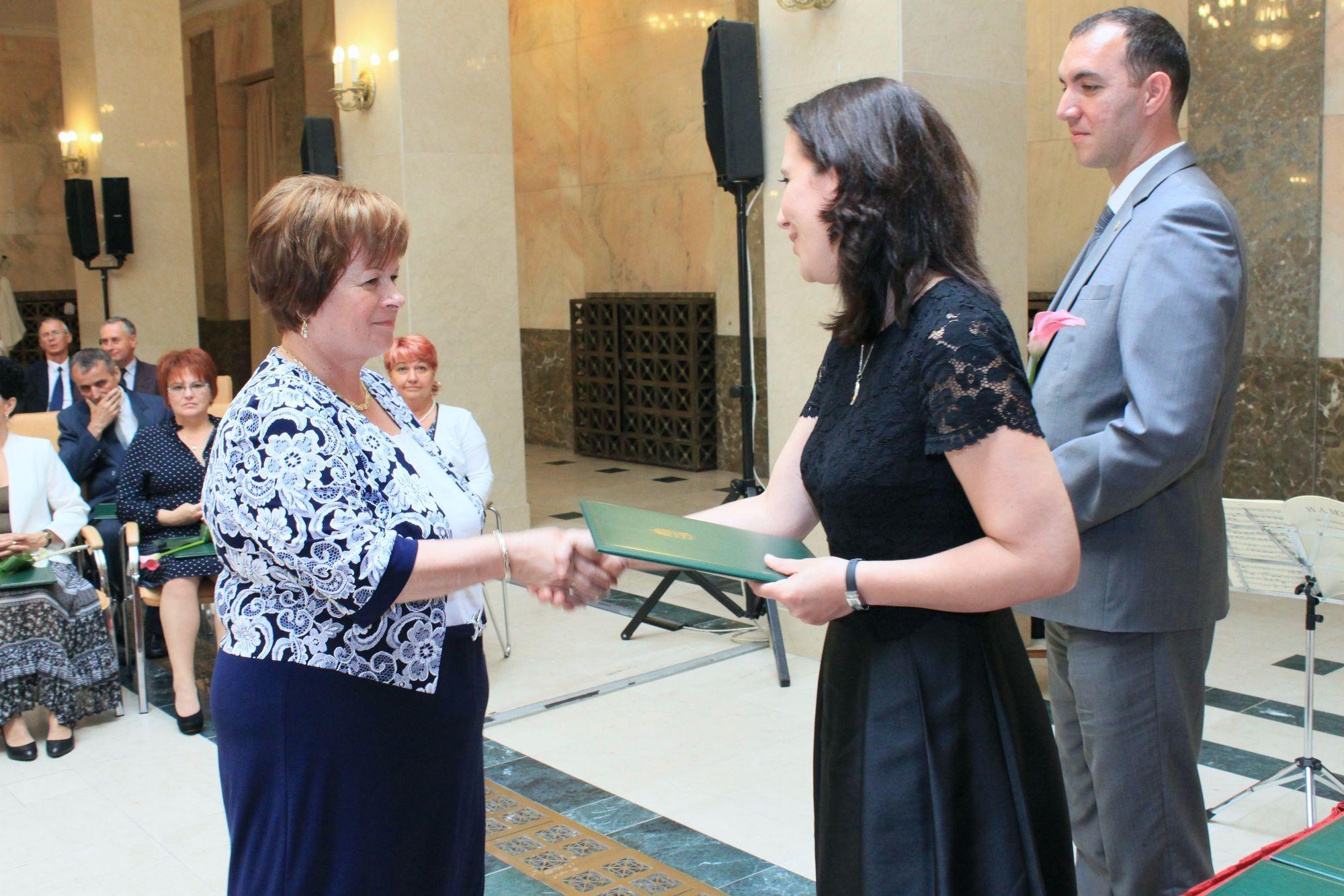 Köz Szolgálatáért díszoklevelet kapott Indichné Lengyel Ágnes