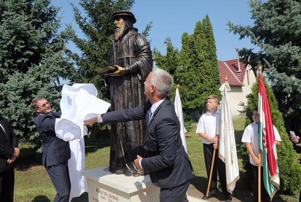 Halmajon avatták fel a dombóvári szobrász alkotását