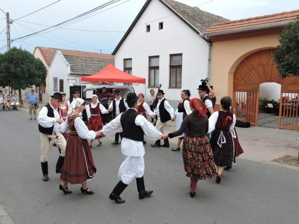 Balkán népek zenéjével folytatódik a bátaszéki utcafesztivál
