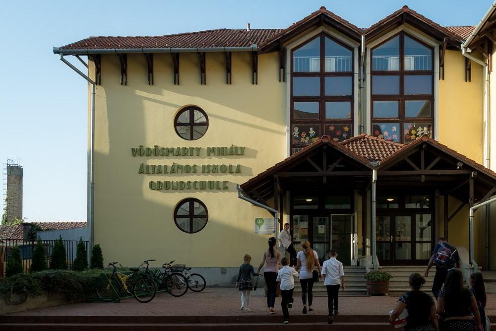 Újabb iskolák fenntartását vette át az egyház Tolna megyében