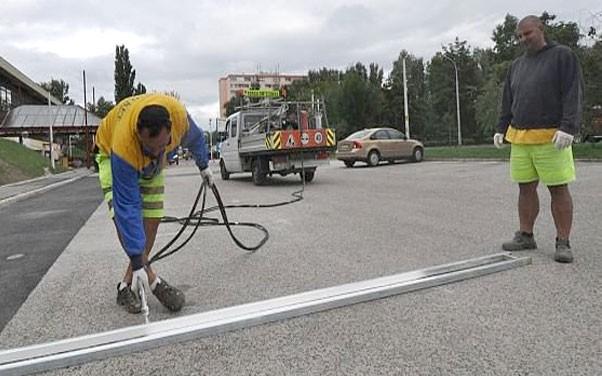 Útburkolati jelfestések miatt parkolóhelyek lesznek lezárva Dombóváron