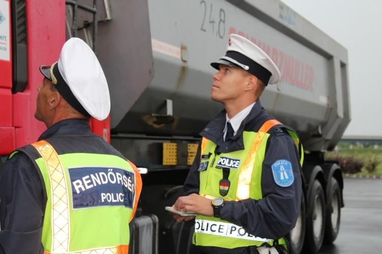 Teherautókat és autóbuszokat ellenőriz a rendőrség a jövő héten