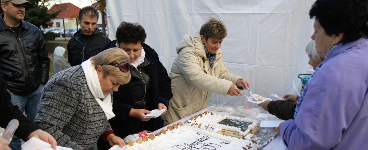 Tortával ünnepelték Pakson a reformáció 500. évfordulóját