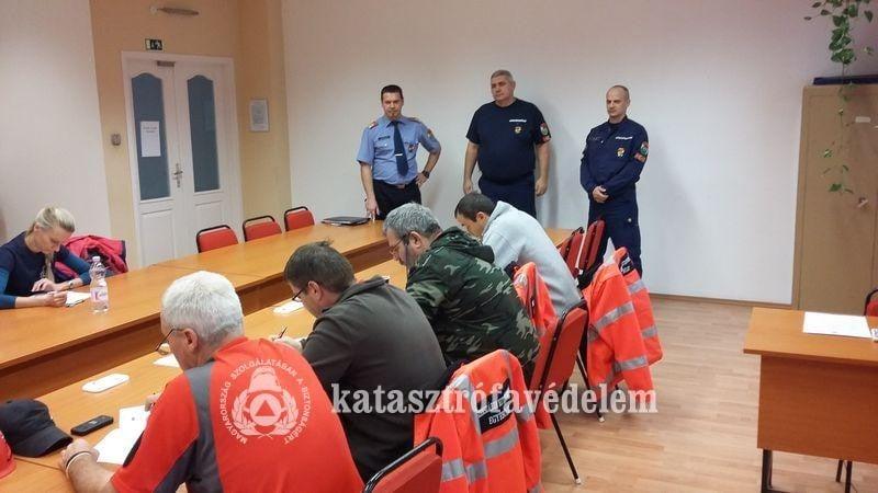 Tizenhat önkéntes tűzoltó tett sikeres vizsgát Tolnában