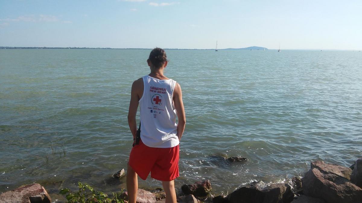 Önkéntes programot indított a Magyar Vöröskereszt, Tolna megyei fiatalok jelentkezését várják
