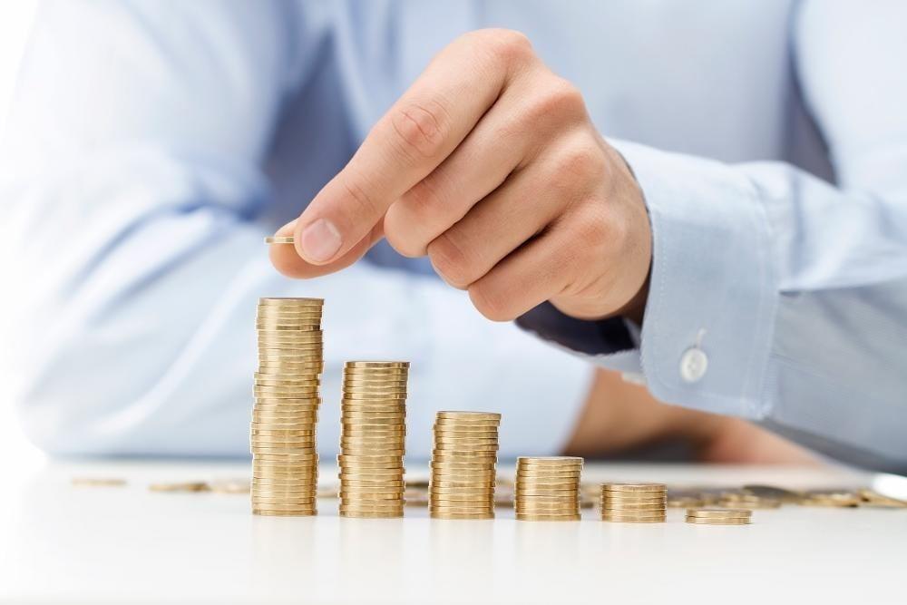 Sok százezer magyar kap több fizetést a napokban