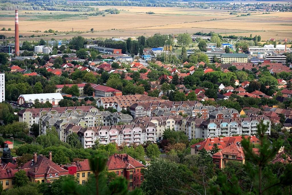 Leromlott városrészeket újítanak meg 180 millió forintos keretből Szekszárdon