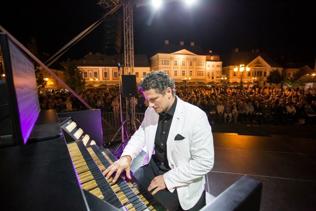Rákász Gergely orgonaművész ismét Pakson koncertezik