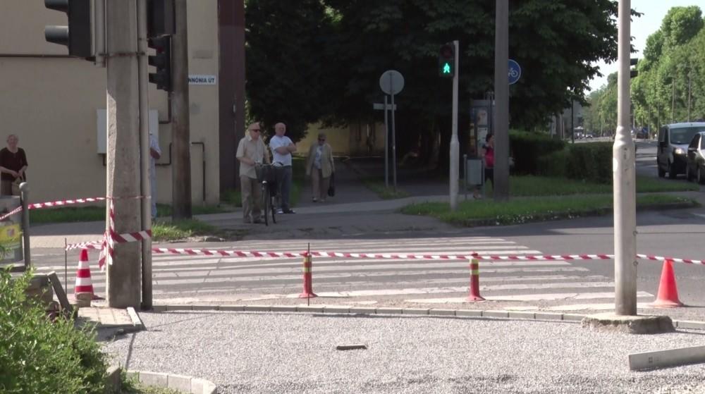 Egyszerűsödik a babakocsisok és a mozgáskorlátozottak átkelése Dombóváron