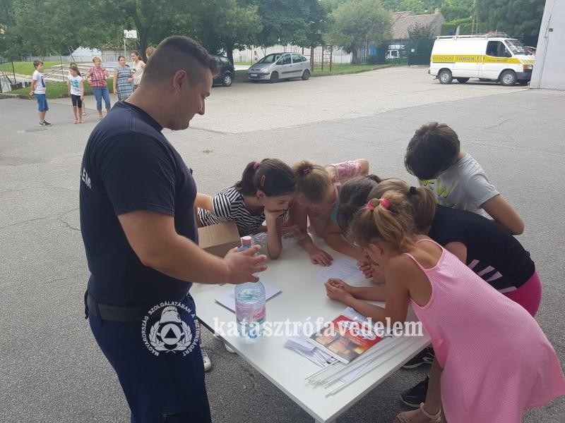 Tűzoltók tartottak prevenciós napot a szekszárdi Babits Iskolában