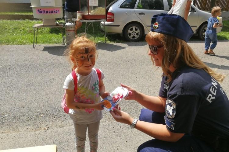 Születésnapi ajándék a dombóvári rendőröktől