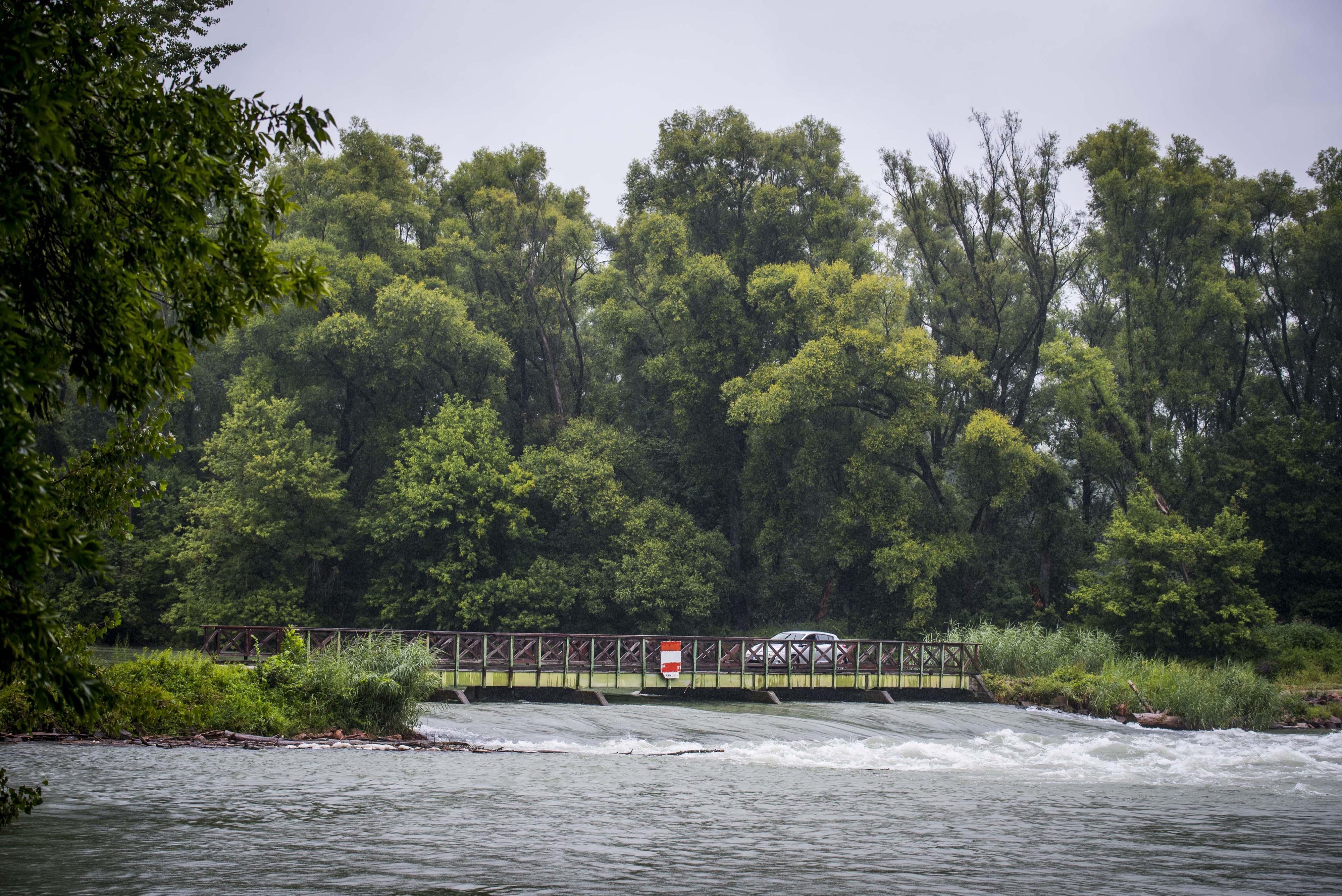 Mintegy kétmilliárd forintból javítják a Felső-Duna mellékágrendszerének árvízvédelmét és vízpótlását