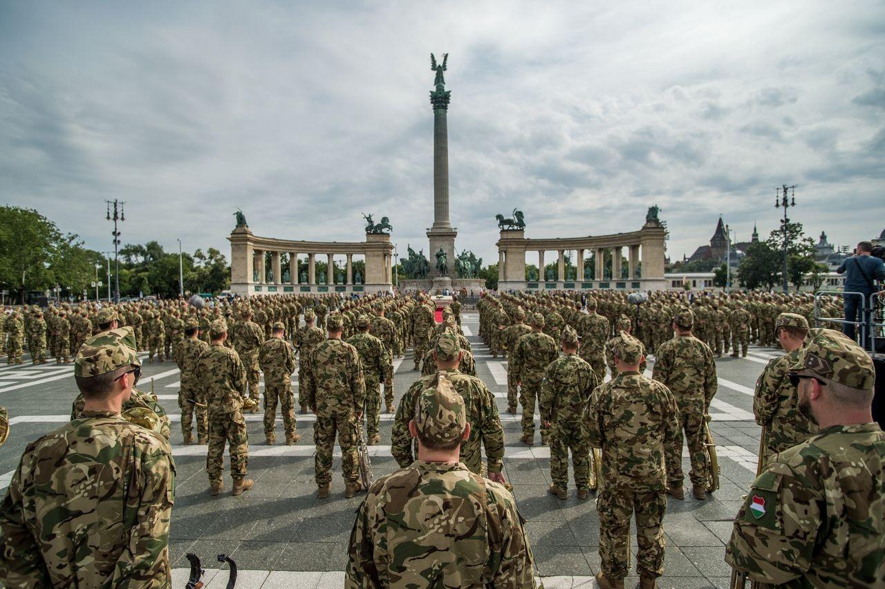 A katonák a béke megőrzését szolgálják