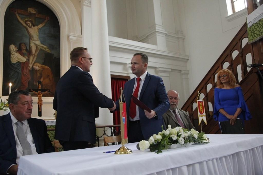 Megerősítették a Paks és Galánta közötti testvérvárosi szerződést