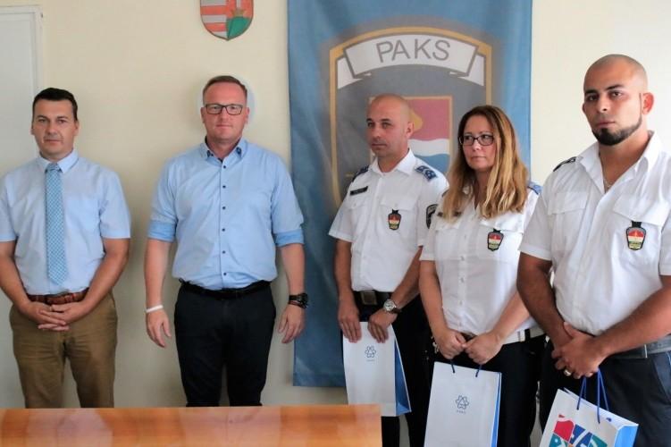 Jutalomban részesültek a paksi életmentő rendőrök