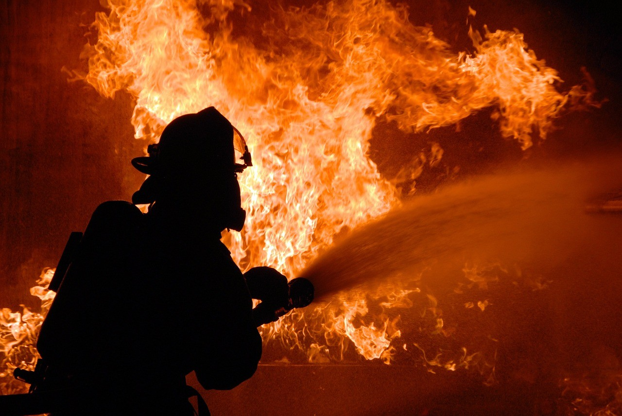 Tűz ütött ki egy szekszárdi barkácsáruházban
