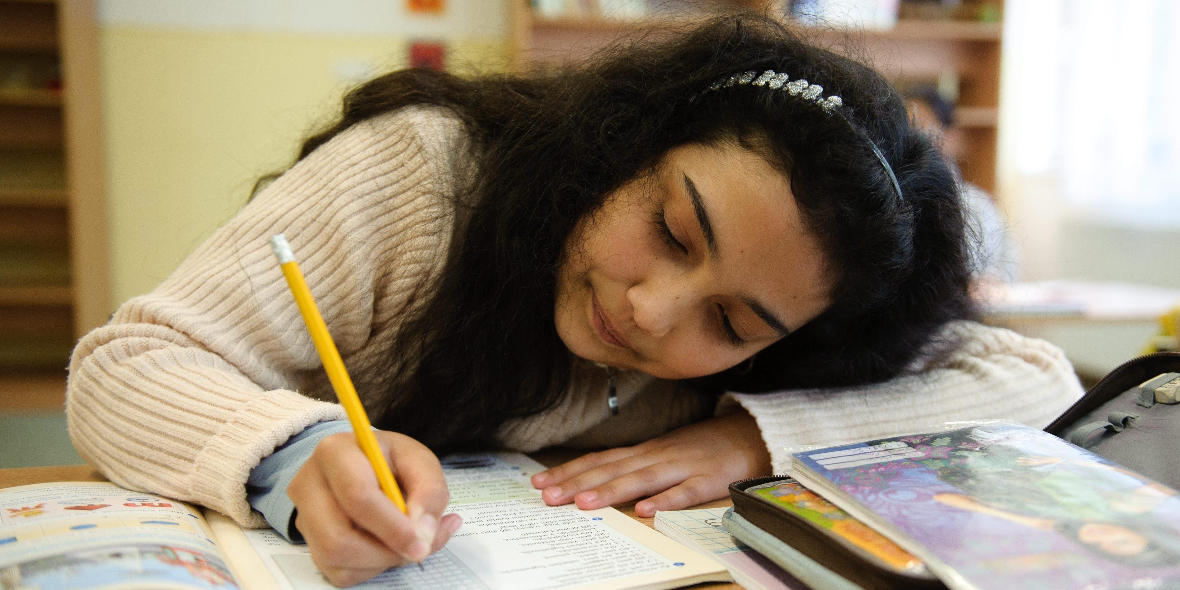 Roma származású fiatalok tanulmányainak támogatására indított pályázatot a BM OKF