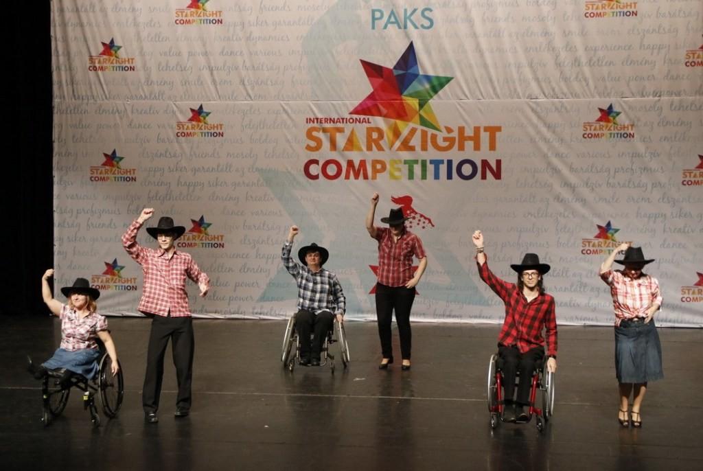 Az esélyegyenlőség jegyében szervezett táncversenyt a paksi Csillagshow