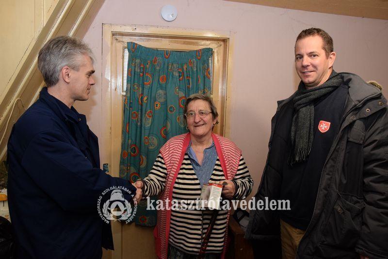 Füstérzékelőt kapott két család Dunaföldváron