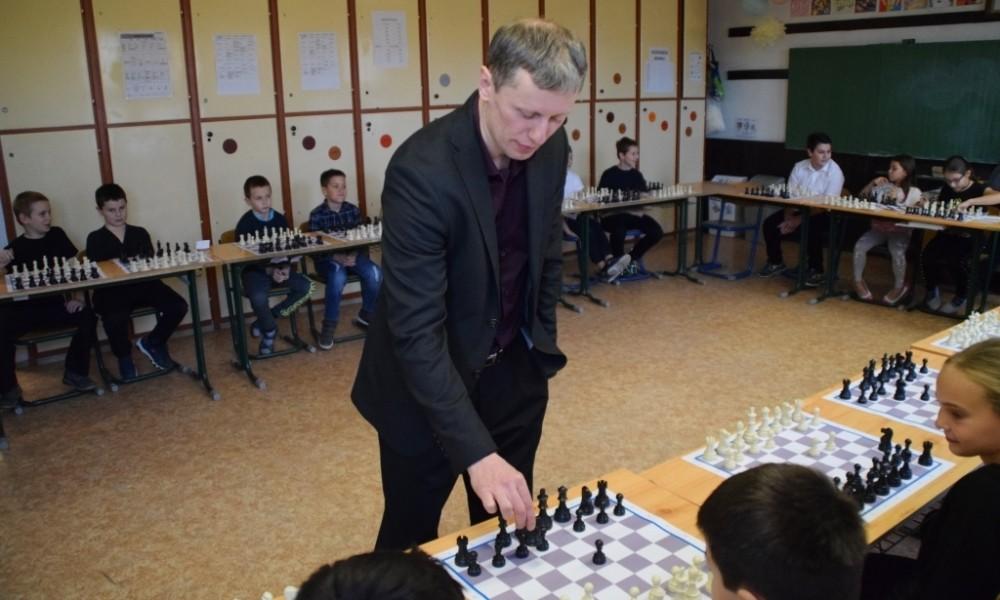 Szellemi sporttal fejlesztik a dombóvári gyerekek tanulási képességeit