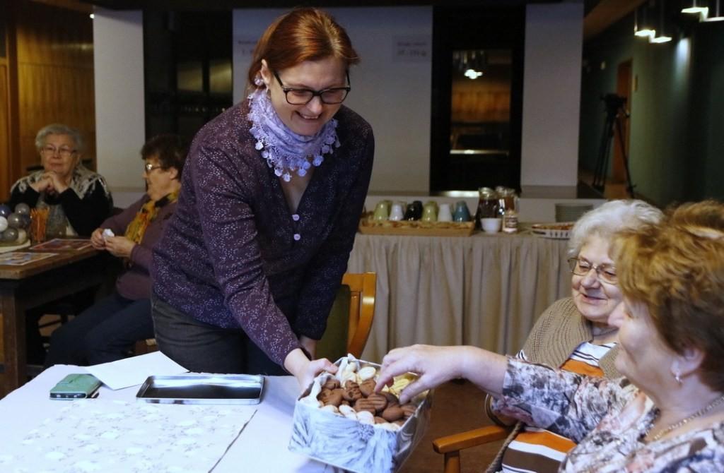 Átadták a jótékonysági süteményvásáron befolyt összeget Pakson