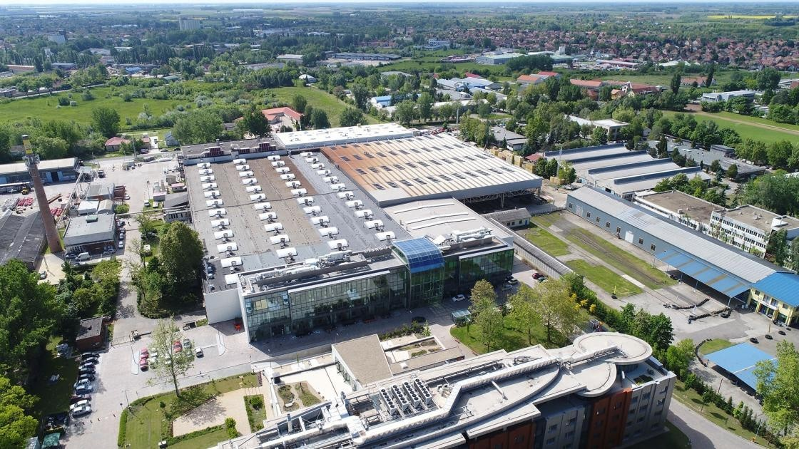 Termelőcsarnokokra cseréli honvédségi épületeit Szekszárd - fejlődik az ipari park
