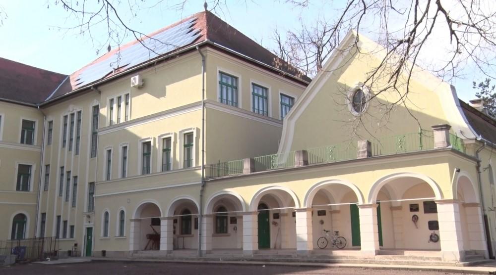 Elkészült Dombóvár műemlékjellegű gimnáziumának energetikai korszerűsítése