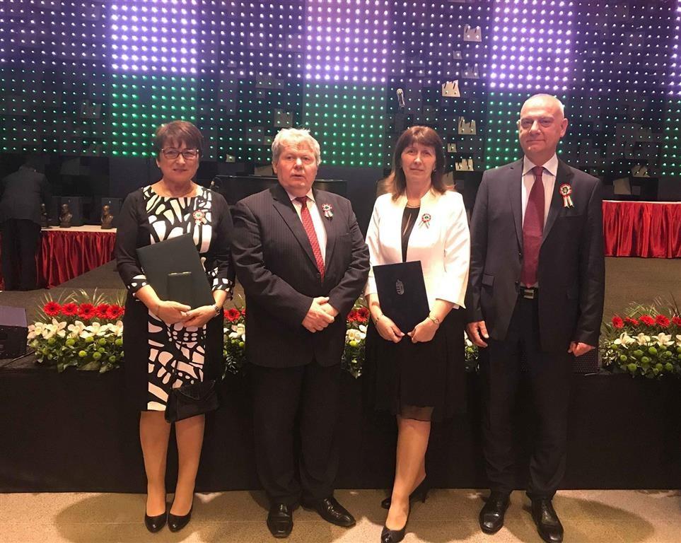 Elismerésben részesült a Tolna megyei kormányhivatal két vezető tisztviselője