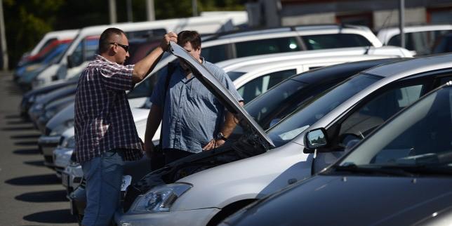Tovább özönlenek az öreg importkocsik Magyarországra