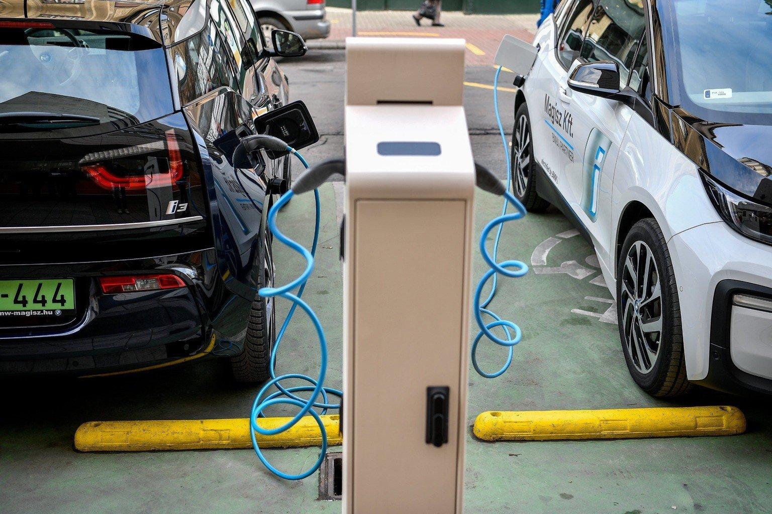 Az elektromos autókkal pénzt spórolhatunk, de a környezetet is védjük?