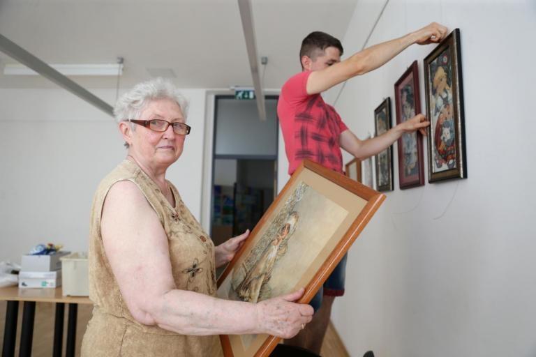 Gobelin és keresztszemes hímzésekből összeállított kiállítás nyílt a tolnai MAG-Házban
