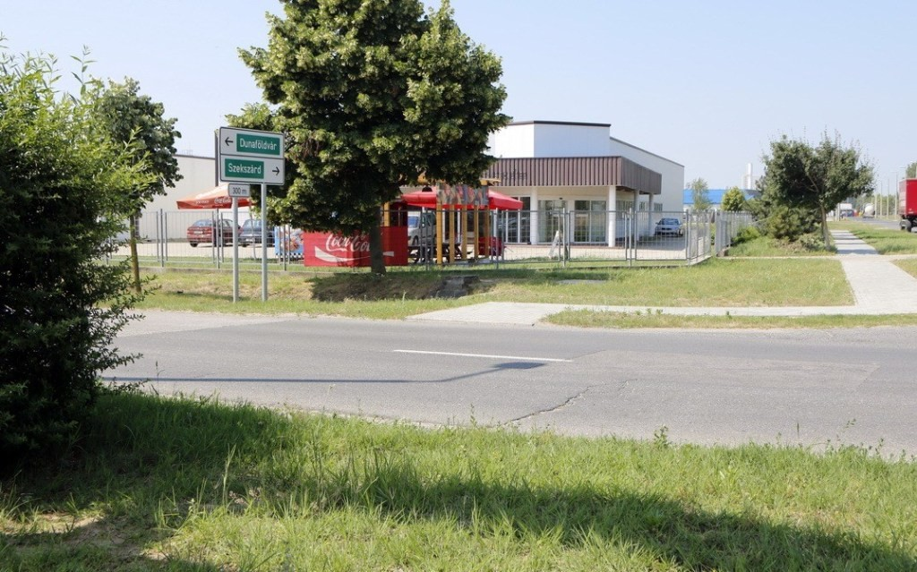 Gyalogátkelőhelyet létesítenek az ipari parknál Pakson